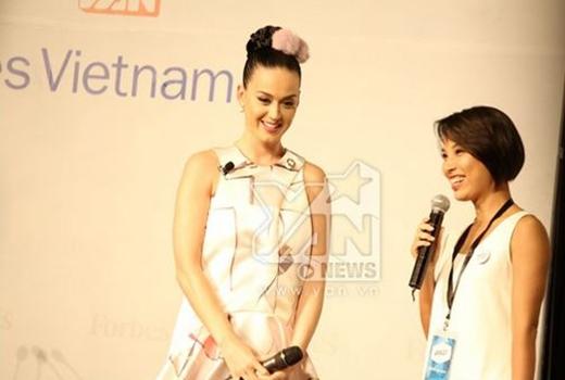 Nữ ca sĩ gây ấn tượng bởi sự thân thiện - Tin sao Viet - Tin tuc sao Viet - Scandal sao Viet - Tin tuc cua Sao - Tin cua Sao