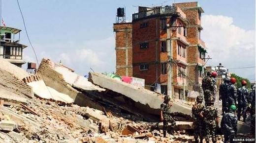 Nhiều ngôi nhà đã bị sập đổ