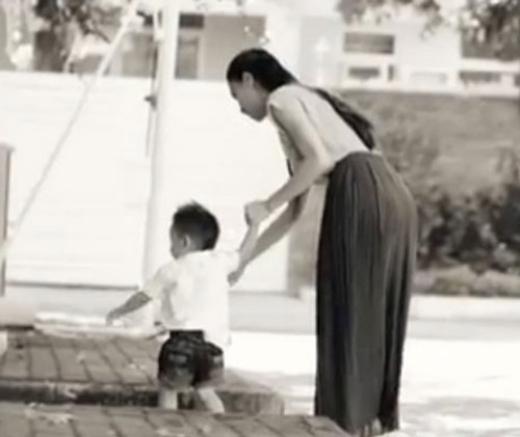 Khi ấy hình ảnh của Subeo được Hồ Ngọc Hà giấu rất kĩ. Chỉ là những tấm ảnh chụp lưng Subeo. - Tin sao Viet - Tin tuc sao Viet - Scandal sao Viet - Tin tuc cua Sao - Tin cua Sao