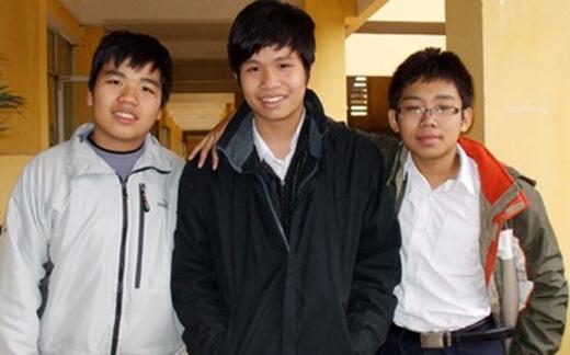 Ba trong số những thành viên lớp 6 giải đề thi đại học năm nào. Ảnh: VietNamNet.