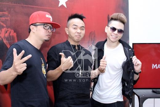 Phúc Bồ - Hà Lê sẽ được 2 nhà sản xuất âm nhạc người Singapore hợp tác tạo nên một single đặc biệt chỉ có tại trang nghe nhạc trực tuyến quốc tế này. - Tin sao Viet - Tin tuc sao Viet - Scandal sao Viet - Tin tuc cua Sao - Tin cua Sao