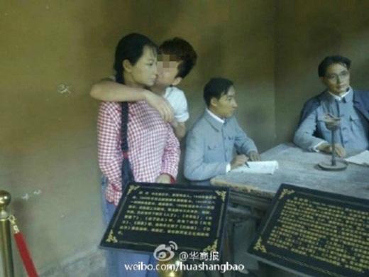 Nam thanh niên bị truy lùng vì sàm sỡ... bức tượng trong bảo tàng