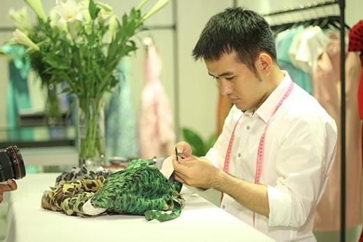 Là một trong những nhà thiết kế thành công hiện nay, Lê Thanh Hòa dần tạo nên được thương hiệu riêng qua những thiết kế bởi sự đơn giản nhưng cực kì quyến rũ, cuốn hút của nó.