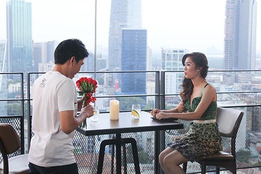Sự xuất hiện khá bất ngờ của một nửa còn lại tại địa điểm hẹn hò siêu lãng mạn được chương trình chuẩn bị.