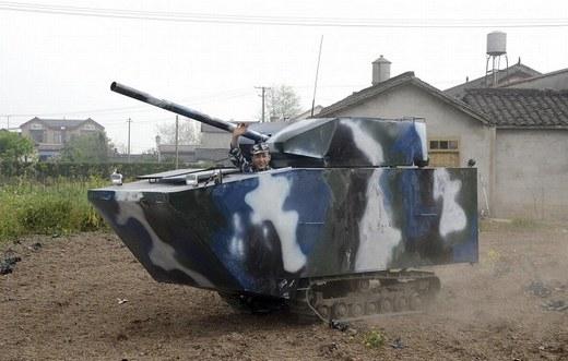 Chiếc xe tăng tự chế này có giá 6.450 USD (140,2 triệu đồng), do một cựu quân nhân tạo nên.