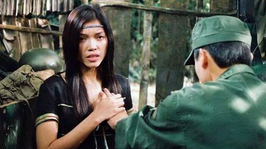 Đạo diễn Hà Sơn cho biết những cảnh quay trong phimTrung Úyđều được xử lý và tiết chế để khán giả tự liên tưởng và cảm nhận. Cảnh ân ái của Trung úy và Si Pha được đan xen với cảnh phẫu thuật gắp đầu đạn của cô giao liên. Vì thế, cảnh nóng ở đây gây ấn tượng tốt ở sự liên tưởng mà không bị đứt đoạn.