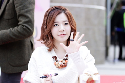 Sau tuyên bố độc thân, Sunny bất ngờ lộ tin hẹn hò với Seo In Guk?