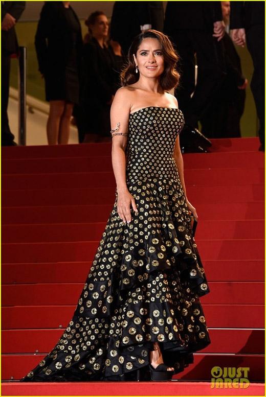 Các mỹ nhân đua nhau đọ sắc trên thảm đỏ Cannes ngày thứ 2