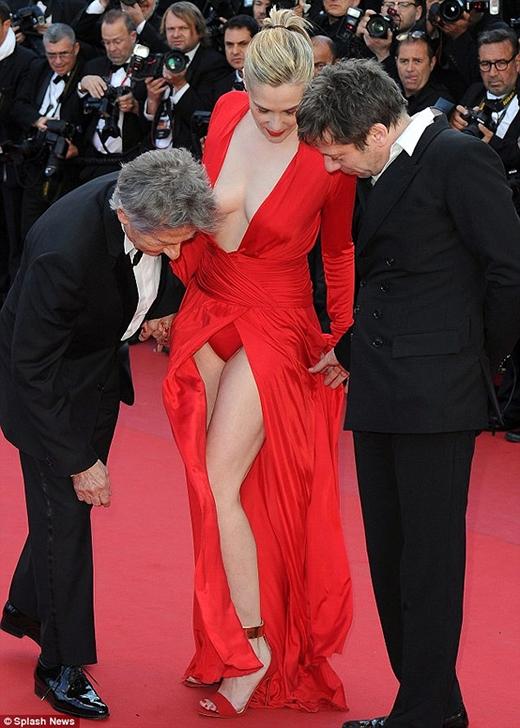 Giật mình với những bộ cánh thảm họa trên thảm đỏ Cannes