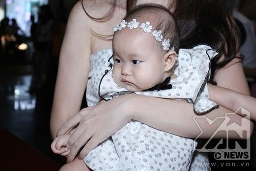 Cận cảnh gương mặt đáng yêu của cô con gái út Sunny - Tin sao Viet - Tin tuc sao Viet - Scandal sao Viet - Tin tuc cua Sao - Tin cua Sao