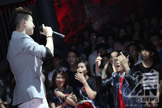 Hoàng Tôn thể hiện ca khúc mới ra mắt của mình - Tin sao Viet - Tin tuc sao Viet - Scandal sao Viet - Tin tuc cua Sao - Tin cua Sao