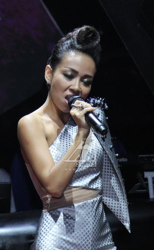 Thảo Trang không chỉ có thể hát những ca khúc dance cực chất mà còn thể hiện tốt cả thể loại khác như rock, pop, thậm chí là bolero - Tin sao Viet - Tin tuc sao Viet - Scandal sao Viet - Tin tuc cua Sao - Tin cua Sao