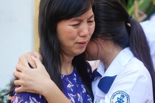 Nữ sinh Sài Gòn lưu luyến chia tay tuổi học trò