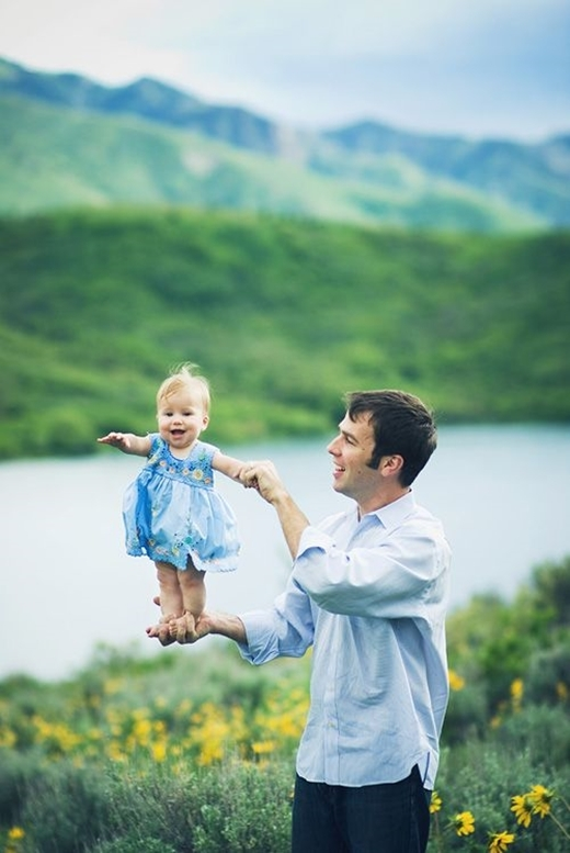Không chỉ con trai, cả con gái cũng có thể có thời trang cha-con vậy