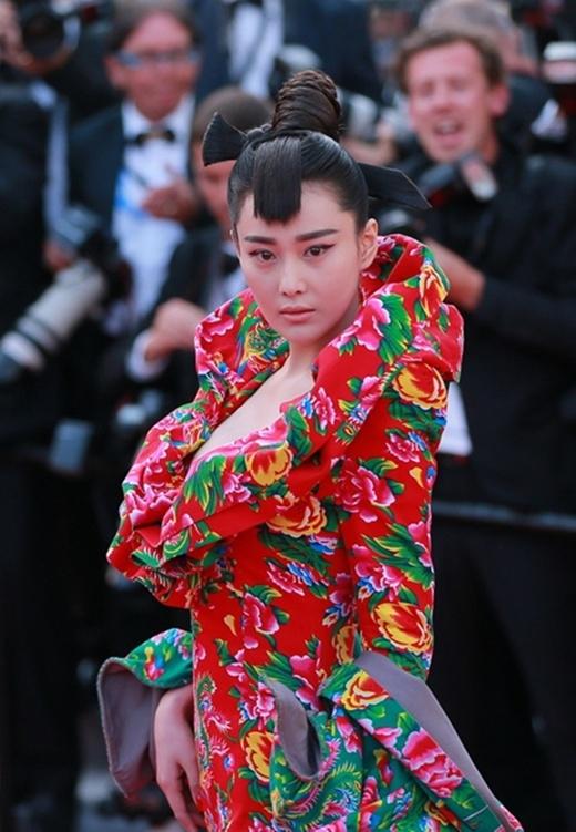 Bộ váy tai tiếng của Trương Hinh Dư