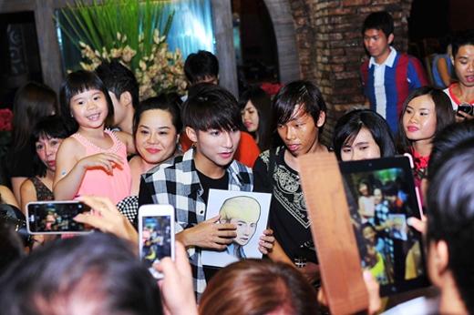 Thân thiện giao lưu cùng các fan - Tin sao Viet - Tin tuc sao Viet - Scandal sao Viet - Tin tuc cua Sao - Tin cua Sao