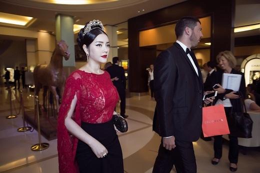 Lý Nhã Kỳ hóa thân công chúa trên thảm đỏ Cannes - Tin sao Viet - Tin tuc sao Viet - Scandal sao Viet - Tin tuc cua Sao - Tin cua Sao