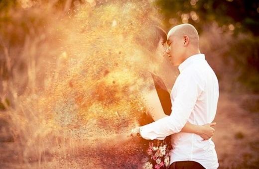 Bức ảnh với hiệu ứng tan biến tạo nhiều cảm xúc của một cặp đôi.