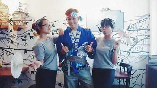 Jun (365) tỏ vẻ thích thú trong bộ trang phục Nhật Bản. Hình ảnh mới lạ này của anh đã khiến các fan vô cùng hào hứng và đặt cho anh nickname anh người Nhật đẹp trai.