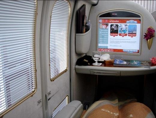Khoang hạng nhất như phòng khách thu nhỏ của hãng hàng không Emirates.