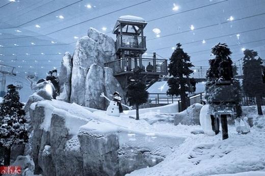 Khu trượt tuyết trong nhà lớn nhất thế giới cũng nằm trong trung tâm thương mại Dubai với diện tích lên đến 22.500 mét vuông.