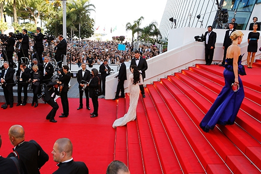 Nổi bật trên thảm đỏ Cannes ngày thứ 4 để dự xem phim tranh giải Mia Madre của đạo diễn Nanni Moretti. - Tin sao Viet - Tin tuc sao Viet - Scandal sao Viet - Tin tuc cua Sao - Tin cua Sao
