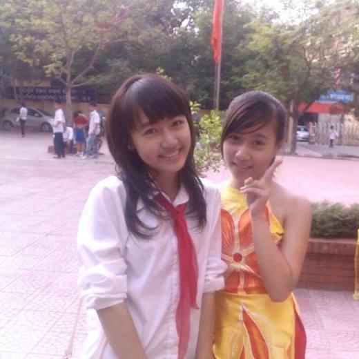 Hot girl Vũ Quỳnh Anh, người yêu của anh chàng hot boy Vương Anh, bất ngờ chia sẻ bức hình khi cô còn học lớp 9 tại Việt Nam. Cô cho biết đây là lần đầu cô đi tỉa tóc. Cách đây 4 năm, kiểu tóc tỉa này là mốt vô cùng hot thời điểm đó.