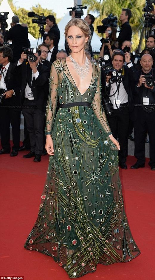 Hoa hậu Thế giới 1994 mặc đẹp nhất trên thảm đỏ Cannes ngày thứ 5