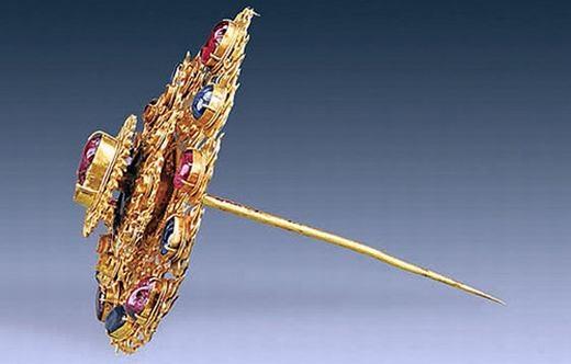 Chiếc trâm có phần kẹp dài 12,3 cm và nặng khoảng 115,4 gram.