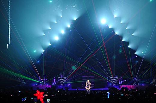 Katy Perry bùng cháy cùng 13.000 khán giả Thái Lan