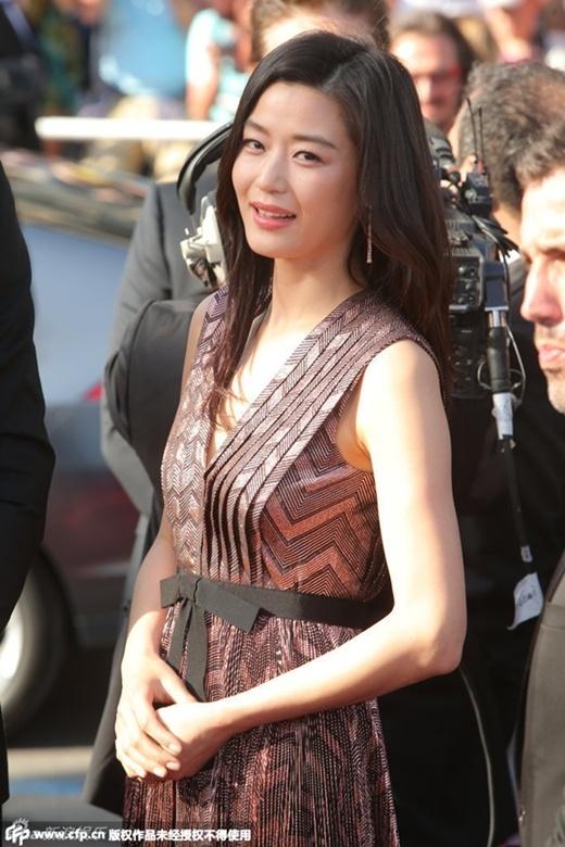 Jun Ji Hyun giản dị, Lý Băng Băng tỏa sáng khoe chân thon