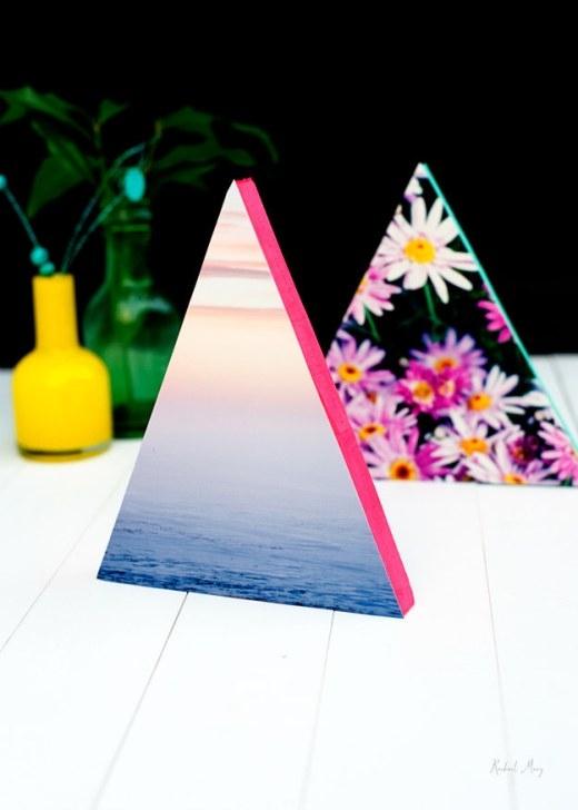 Thử kết đôi một mảnh gỗ hình tam giác với những tấm ảnh làm bạn mát mắt xem sao, sau đó thì sơn lại các cạnh tam giác bằng màu sắc neon thật nổi bật. Ai thích món đồ trang trí này nào?