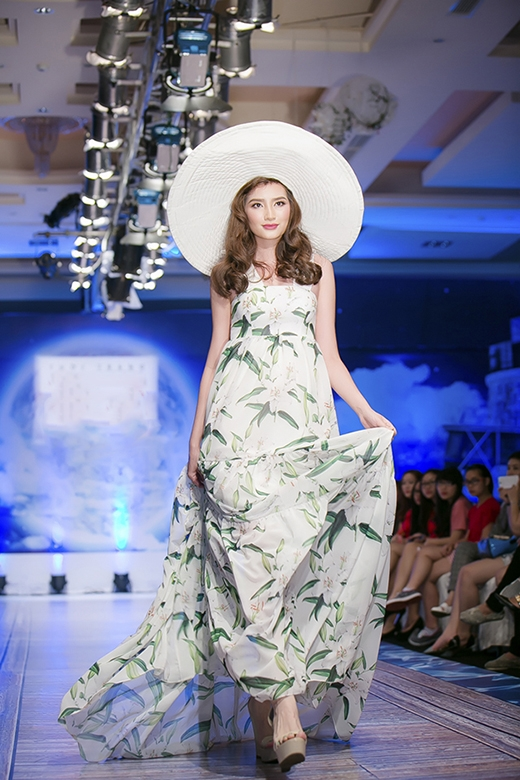 Hoa hậu, á hậu đọ sắc trên sàn catwalk