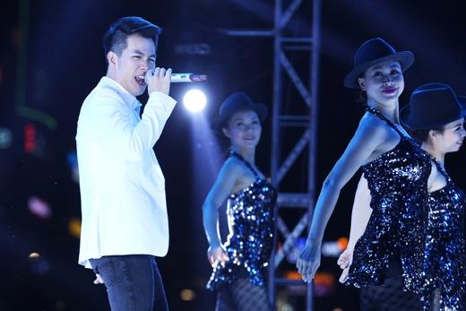 Hiếm khi khán giả thấy được Hồ Trung Dũng biểu diễn live cực sung cùng vũ đoàn. - Tin sao Viet - Tin tuc sao Viet - Scandal sao Viet - Tin tuc cua Sao - Tin cua Sao