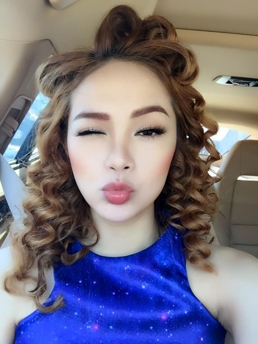 Cô nàng nằm trong số những người đẹp rất chịu khó thay đổi để không gây nhàm chán cho công chúng - Tin sao Viet - Tin tuc sao Viet - Scandal sao Viet - Tin tuc cua Sao - Tin cua Sao