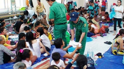 Người dân được di tản đến nơi an toàn trong một cơn bão tại TP.HCM