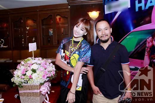 Hari Won ngượng ngùng khi hôn trai trẻ trước mặt bạn trai - Tin sao Viet - Tin tuc sao Viet - Scandal sao Viet - Tin tuc cua Sao - Tin cua Sao