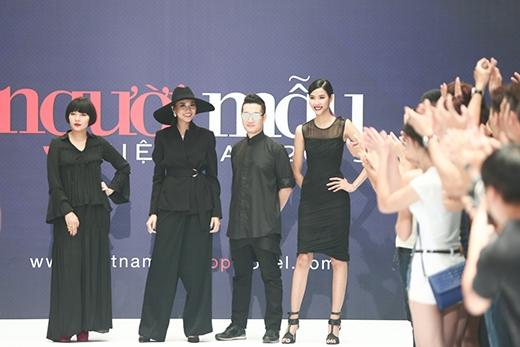 Không hẹn mà gặp, cả 3 giám khảo còn lại đều chọn tone đen tạo nên một tổng thể hài hòa về trang phục.