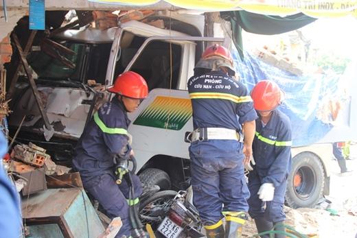 Lực lương chức năng có mặt hỗ trợ cứu hộ