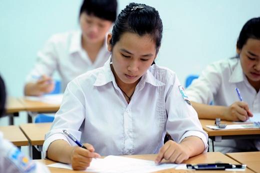Thí sinh làm bài thi đại học năm 2014