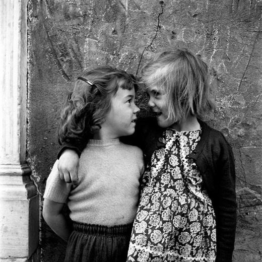 Trong những bức ảnh của bà, chúng ta dễ dàng thấy được những hình ảnh đẹp trong cuộc sống hằng ngày ở những thành phố hiện đại của mình.