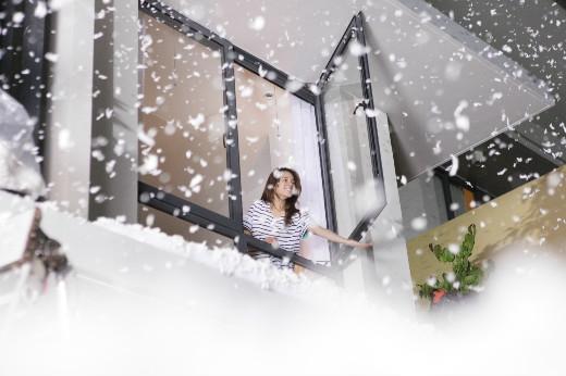 """Khung cảnh """"tuyết rơi mùa hè"""" cực chất được Tuấn Hưng và các Vloggers hiện thực hoá."""