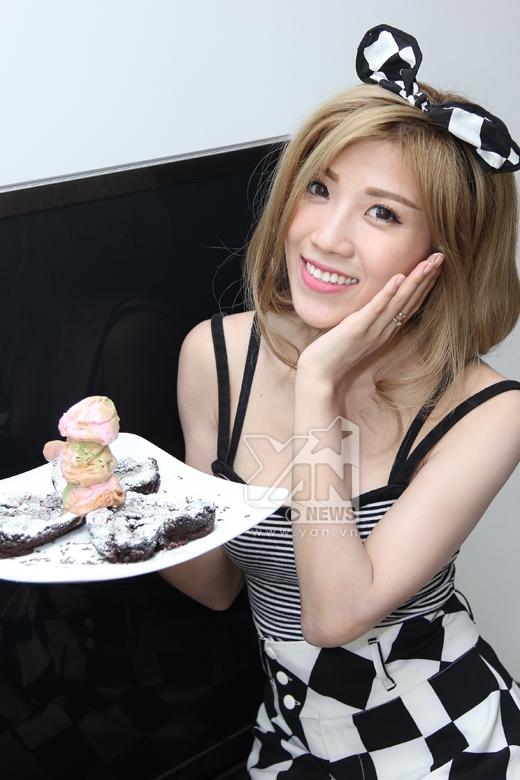 Trang Pháp điệu đà làm bánh tặng bố mẹ - Tin sao Viet - Tin tuc sao Viet - Scandal sao Viet - Tin tuc cua Sao - Tin cua Sao