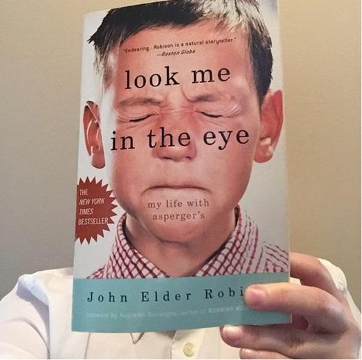 Bạn còn chần chờ gì nữa mà không nhanh chóng kiếm một bìa sách và gia nhập trào lưu Bookface đi nào.