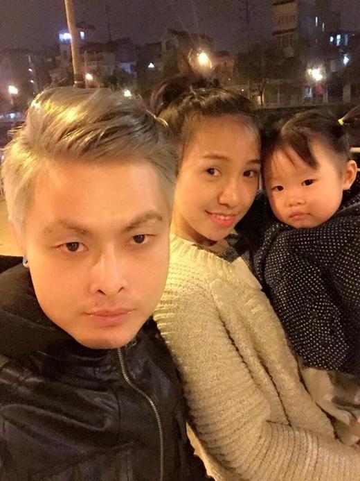 Nguyễn Tùng Anh cùng vợ và con gái.