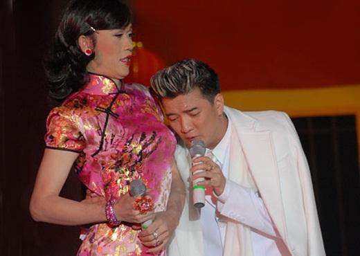 Hoài Linh luôn là khách mời đặc biệt trong những show diễn của Đàm Vĩnh Hưng. - Tin sao Viet - Tin tuc sao Viet - Scandal sao Viet - Tin tuc cua Sao - Tin cua Sao