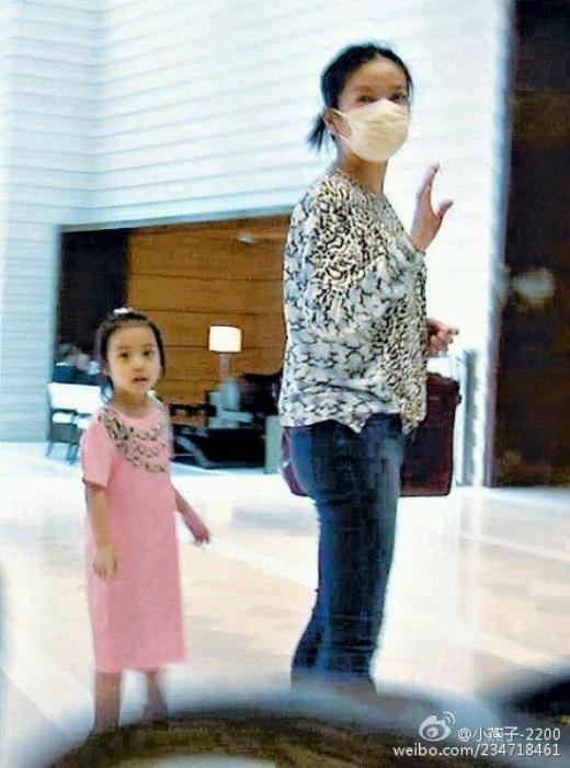 Con gái Triệu Vy càng lớn càng đáng yêu