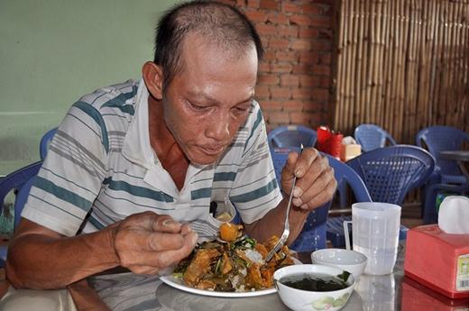 Ông Nguyễn Văn Sáng cho biết, ăn cơm chay 3.000 đồng giúp tiết kiệm được khoản tiền lớn