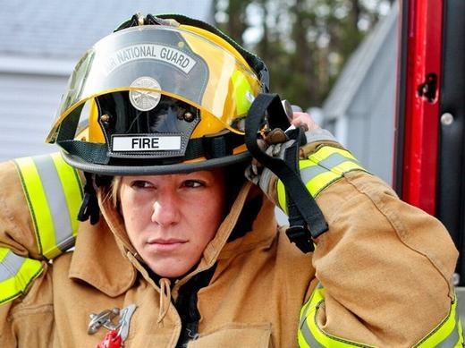 Lính cứu hỏa có môi trường làm việc khá nguy hiểm và luôn biến đổi. Điểm xếp hạng mức căng thẳng của nghề này là 71.59, lương trung bình năm: 45.600 USD và tăng trưởng dự báo tới năm 2022 là 7%.