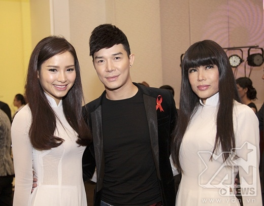 Phương Trinh Jolie chụp ảnh lưu niệm cùng Nathan Lee và ca sĩ hải ngoại Nhật Hạ - Tin sao Viet - Tin tuc sao Viet - Scandal sao Viet - Tin tuc cua Sao - Tin cua Sao